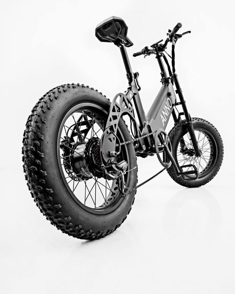 The Annobike A1 features a chain drive and seven gears, with the EU version pedal-assist only while the US gets throttle control