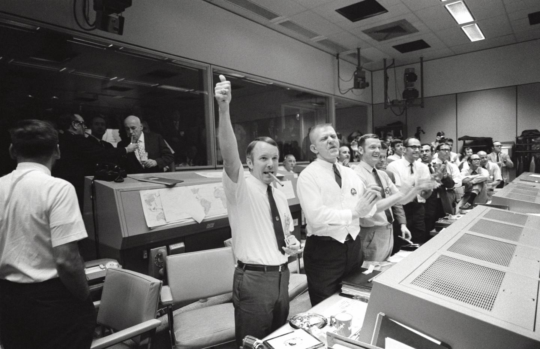 Mission Control celebrates the splashdown of Odyssey