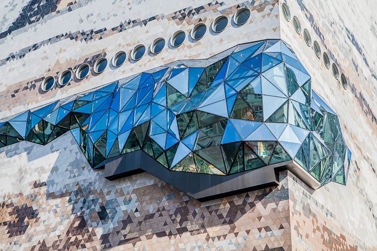 Galleria in Gwanggyo's bulging glazing offers views from within the store