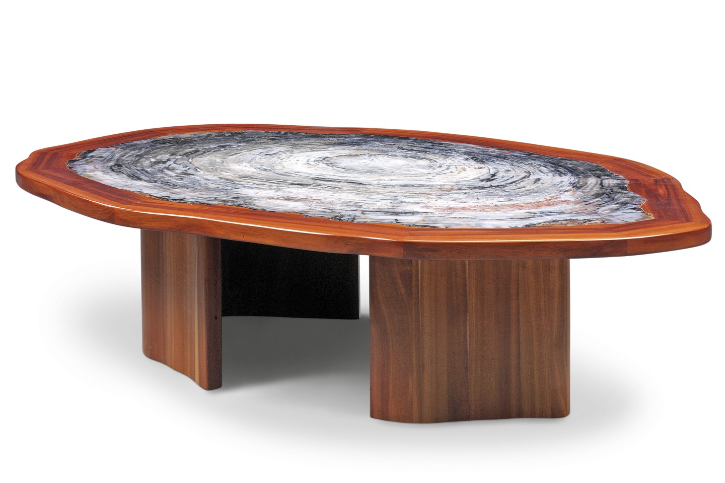 This magnificent table measures 571⁄2 x 411⁄2 x 153⁄4 inches (146 x 105 x 40 cm) and the tabletop is a thick slice of petrified Araucarioxylon arizonicum wood that is 225 million years old.