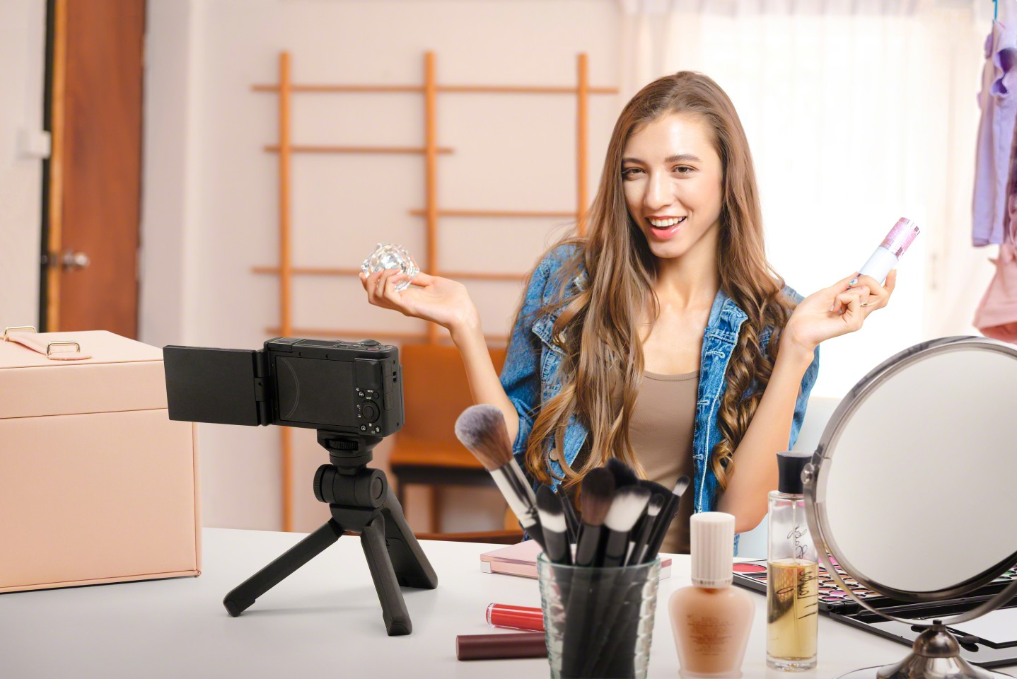Super-fast autofocus allows influencer types to hold up products and snap focus back and forth automatically between the product and the speaker's face