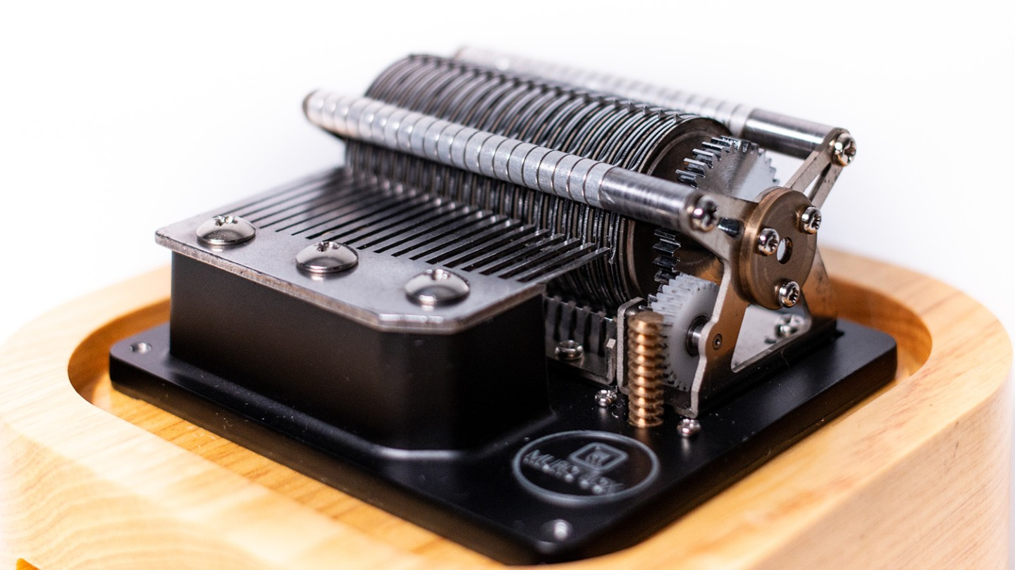 The comb has 20 teeth, which gives the music box 2.5 octaves to play with