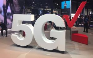 US operator 5G ad spat rages on