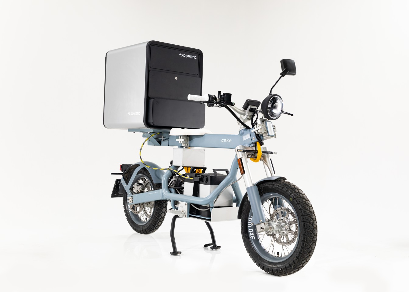 The Dometic Food Delivery Box is powered using the same battery as the Ösa electric utility moto it's mounted on