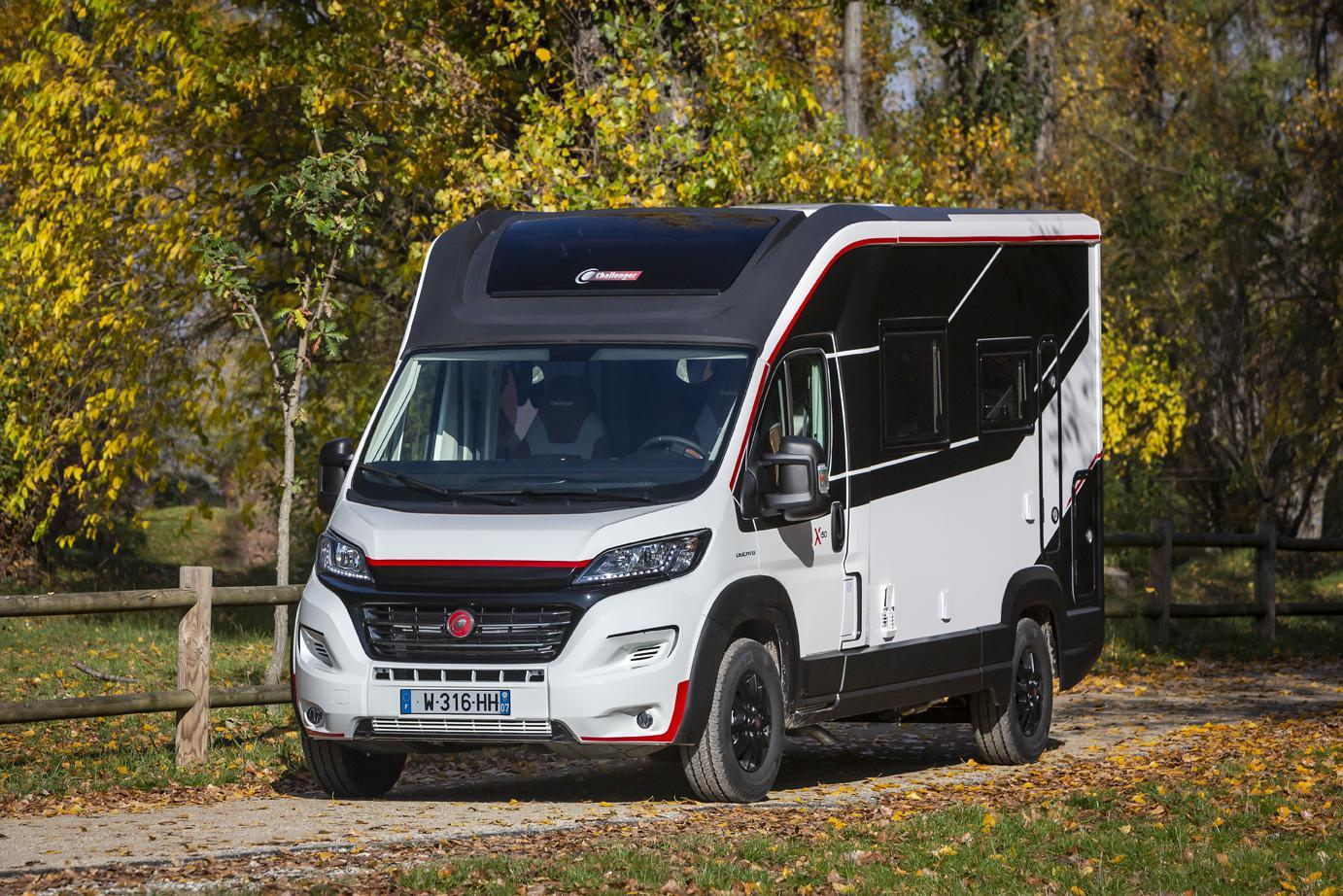 The red, white and black paint scheme gives the Combo a sharp, sporty look and helps to disguise its Class C-style build