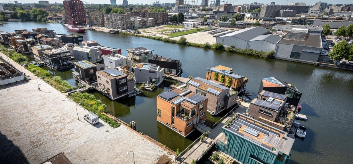 Each floating home is joined together via a smart jetty and shares access to a single grid connection