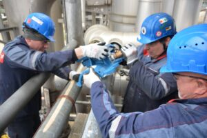 Global Training Program Builds Network of Certified Insertion Valve Installers Around the World